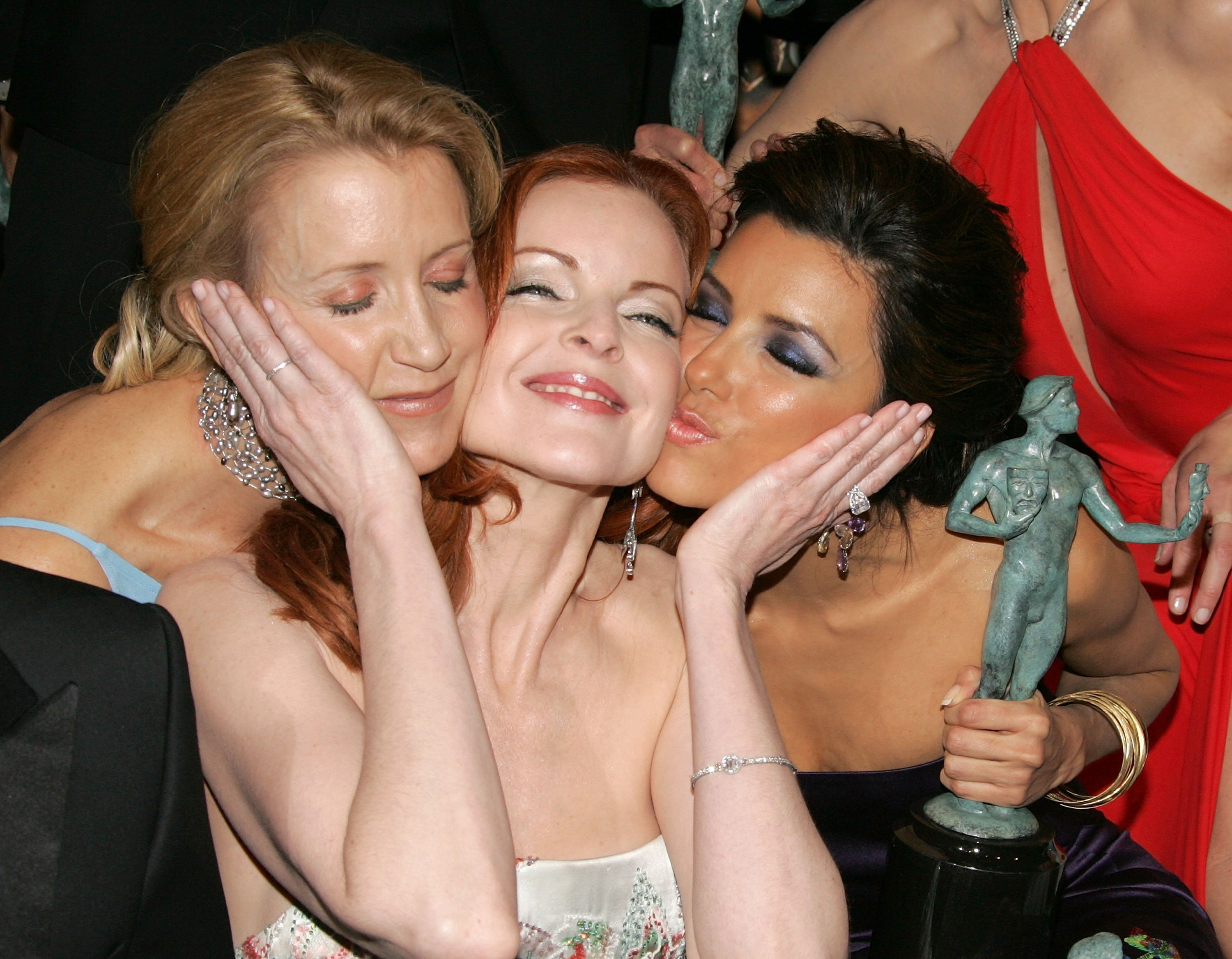 Felicity Huffman, Marica Cross, and Eva Longoria pose in the press room at the SAG Awards, 2005 | Photo: Getty Images