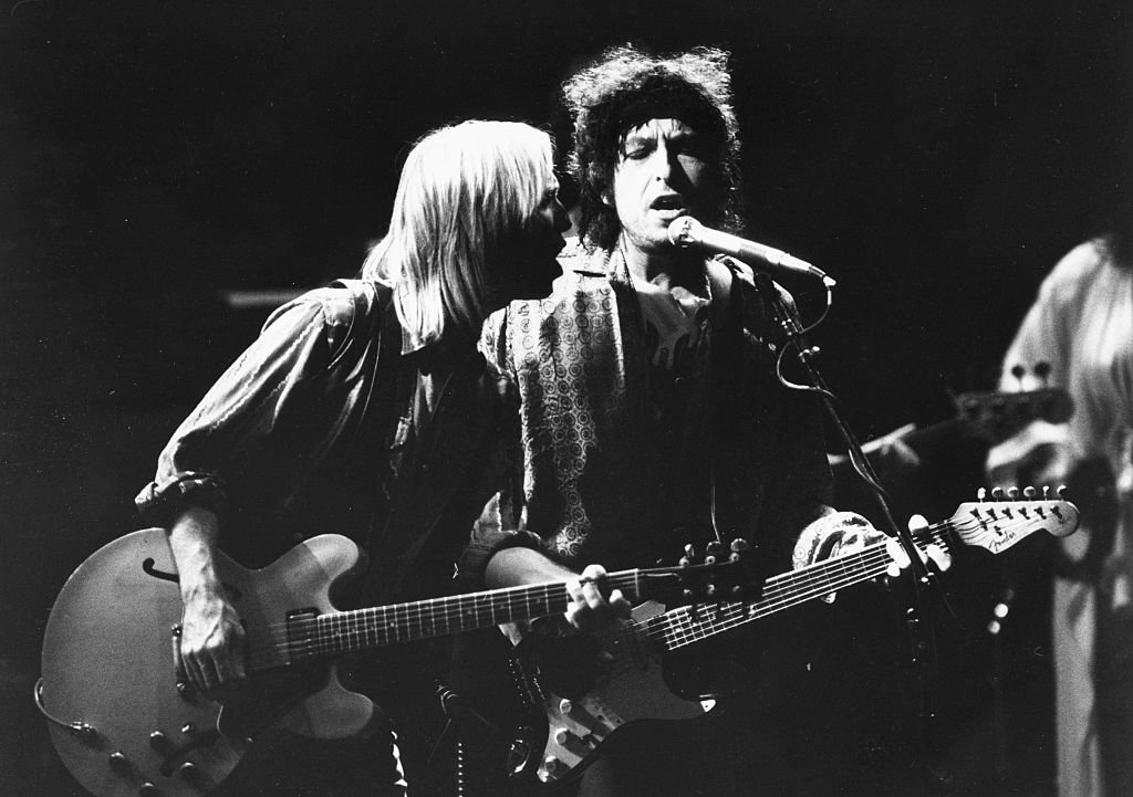 Musicians (L-R) Tom Petty and Bob Dylan, with the band 'Traveling Wilburys', performing on stage, 1987 | Getty Images / Global Images Ukraine