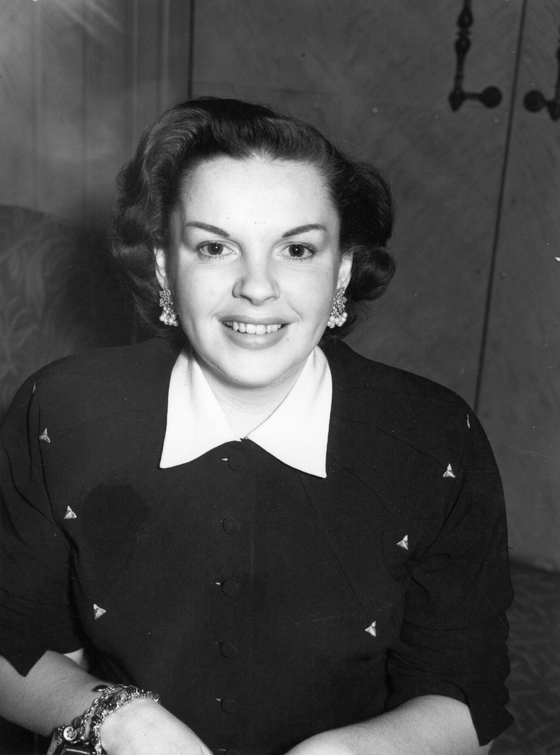 Judy Garland at the Dorchester Hotel on April 06, 1951   Photo: Getty Images
