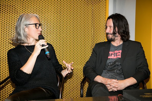 Alexandra Grant and Keanu Reeves at the 'X Artists' books launch on November 10, 2017 | Photo: Getty Images