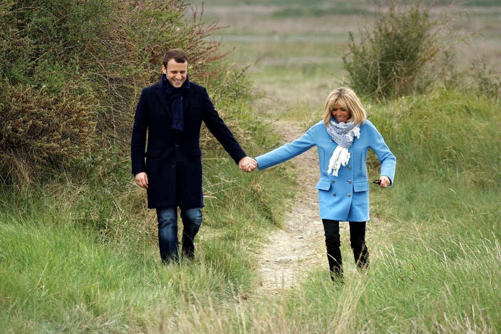 Emmanuel et Brigitte Macron au Touquet-Paris-Plage le 22 avril 2017. | Photo: Getty Images