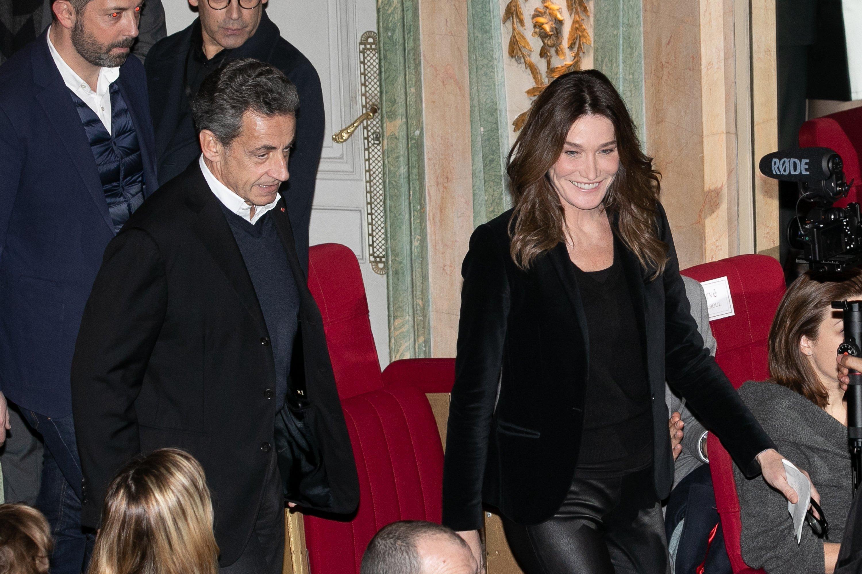 Nicolas Sarkozy et sa femme Carla Bruni Sarkozy au musée Grevin, à Paris, France | Photo : Getty Images