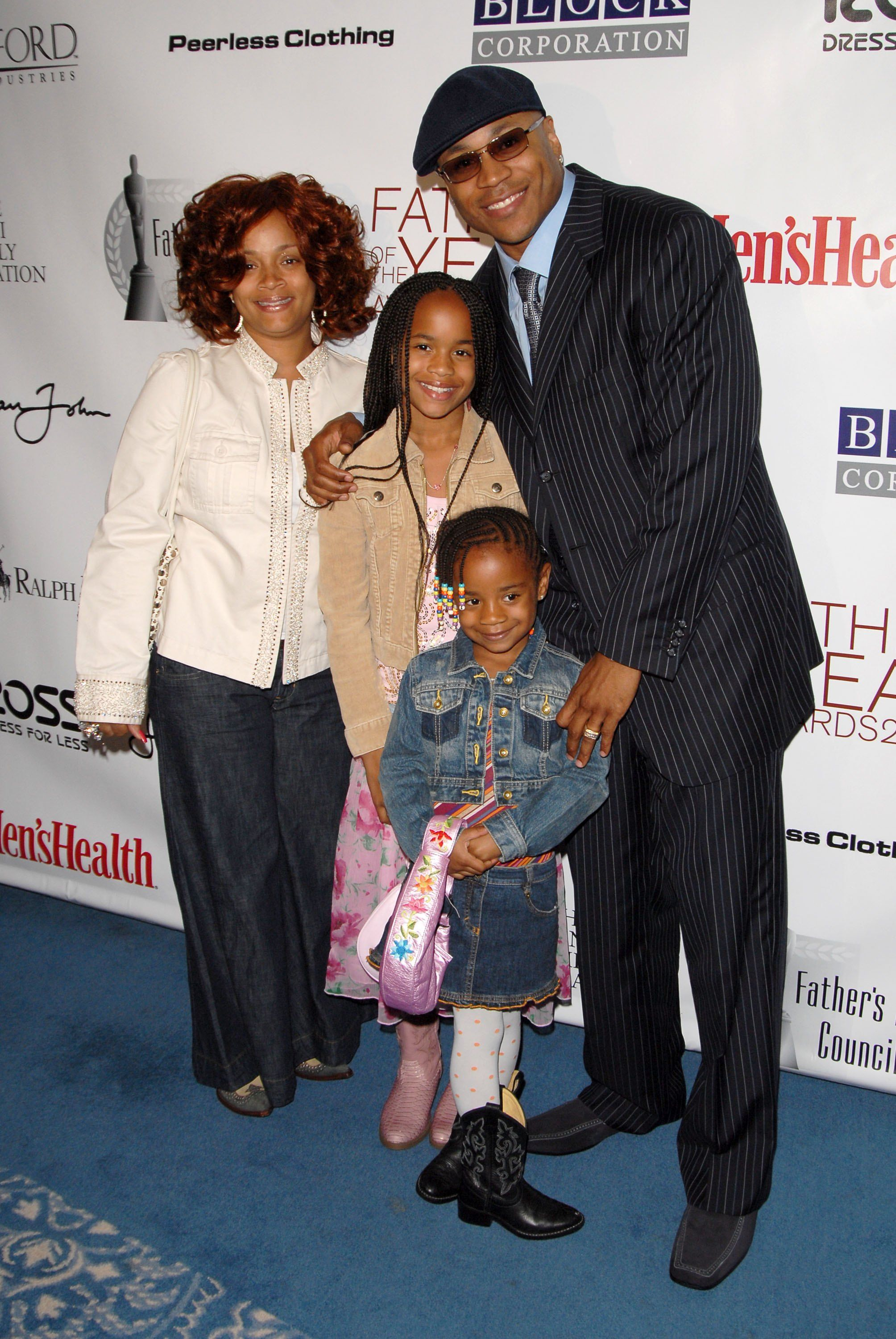 Rapper LL Cool J, Simone Smith, and their children Samaria Smith and Nina Smith at the 65th Annual Father of the Year Awards on June 8, 2006 in New York | Source: Getty Images