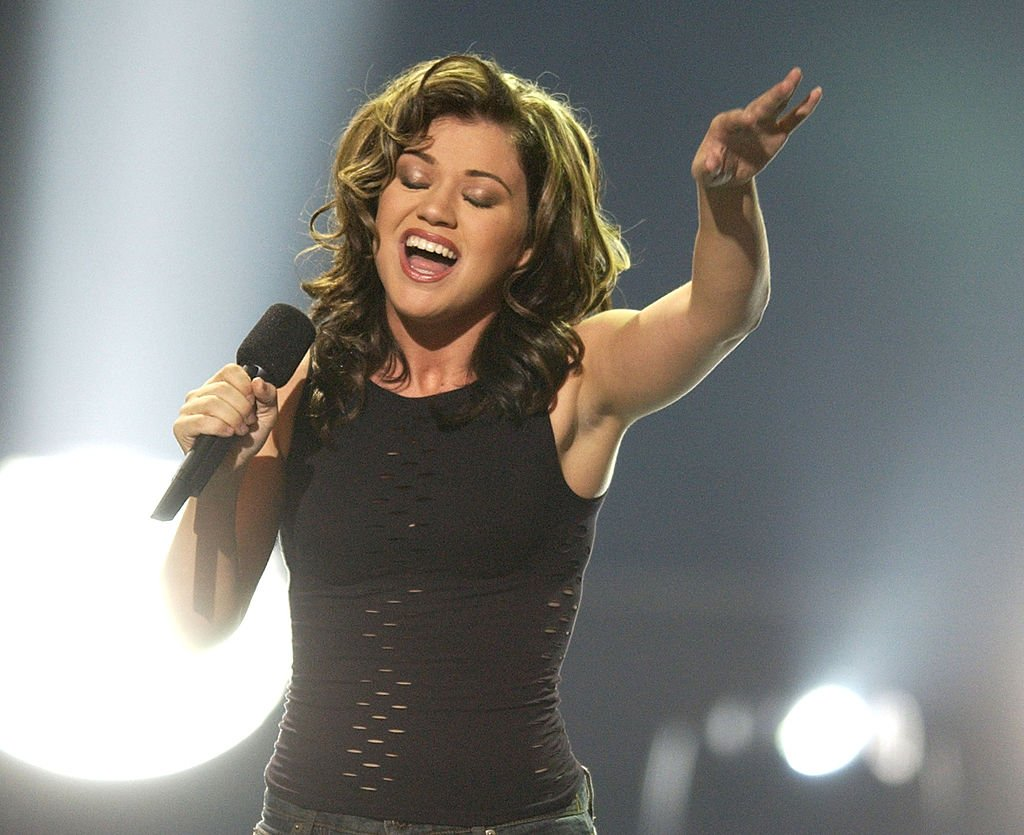 """Kelly Clarkson during her 2002 performance for the """"American Idol"""" Season 1 Finale in Kodak Theatre."""