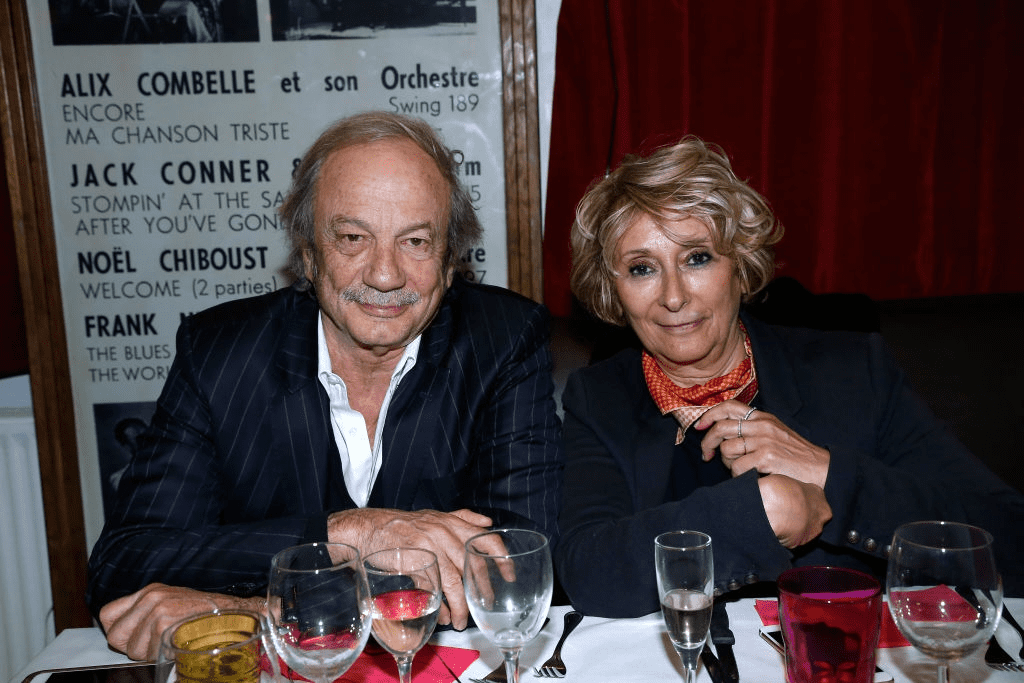Patrick Chesnais et son épouse Josiane Stoléru participent au Dîner en l'honneur de Nathalie Baye à la Chope des Puces le 30 avril 2018 à Saint-Ouen, France. | Photo : Getty Images