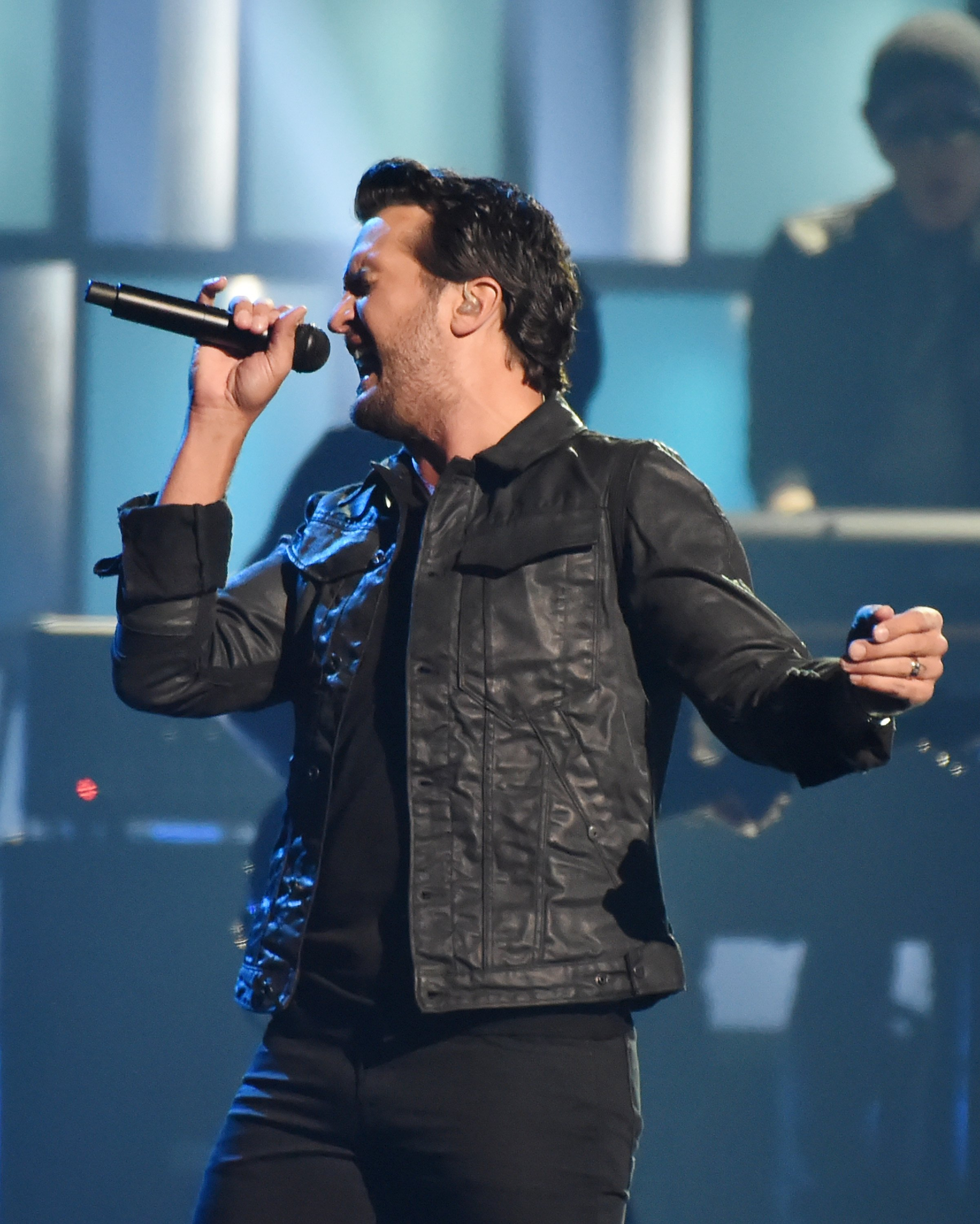 Luke Bryan performs onstage at the 51st annual CMA Awards at the Bridgestone Arena on November 8, 2017 | Photo: Getty Images