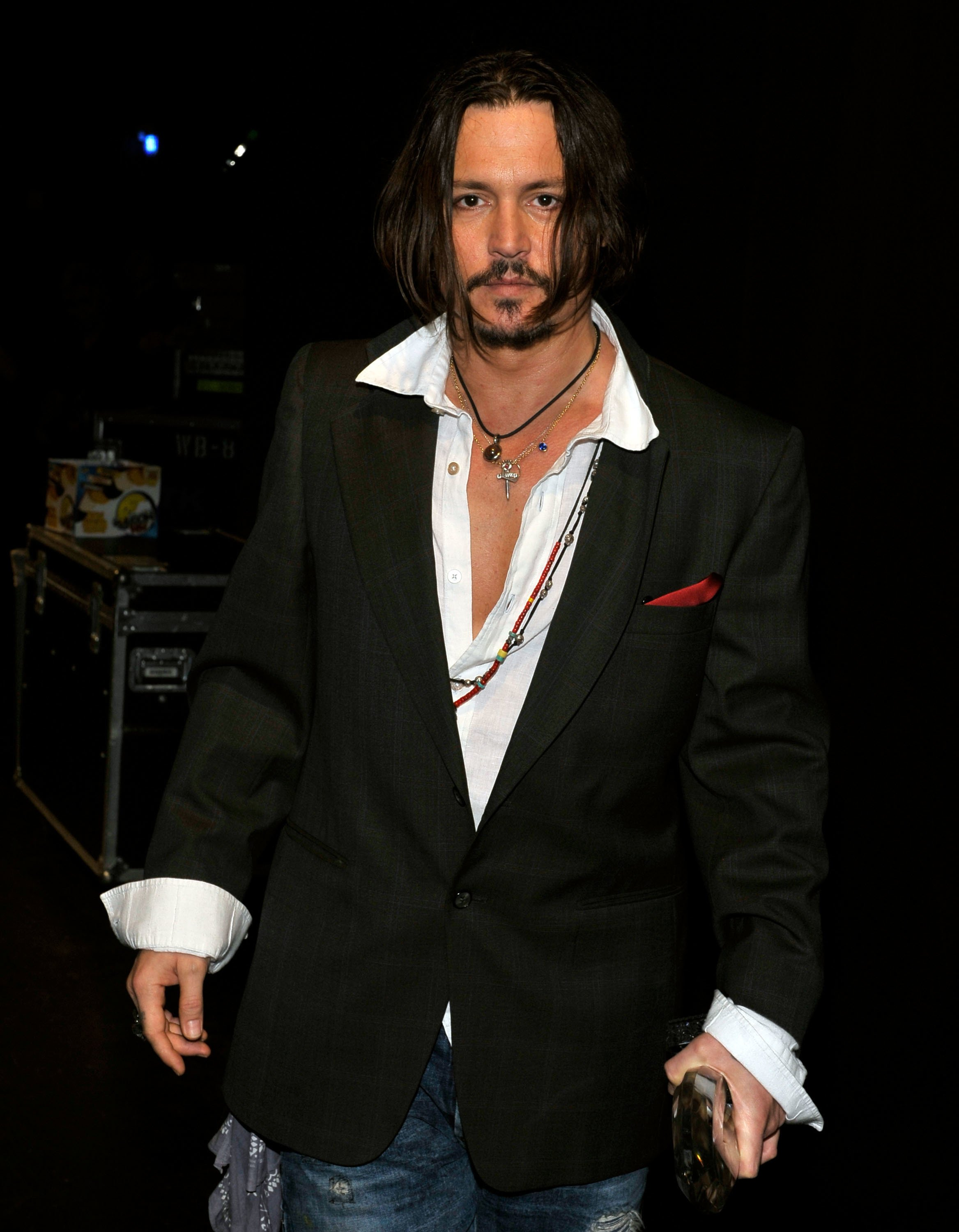 Johnny Depp poses backstage during the People's Choice Awards 2010. | Source: Getty Images