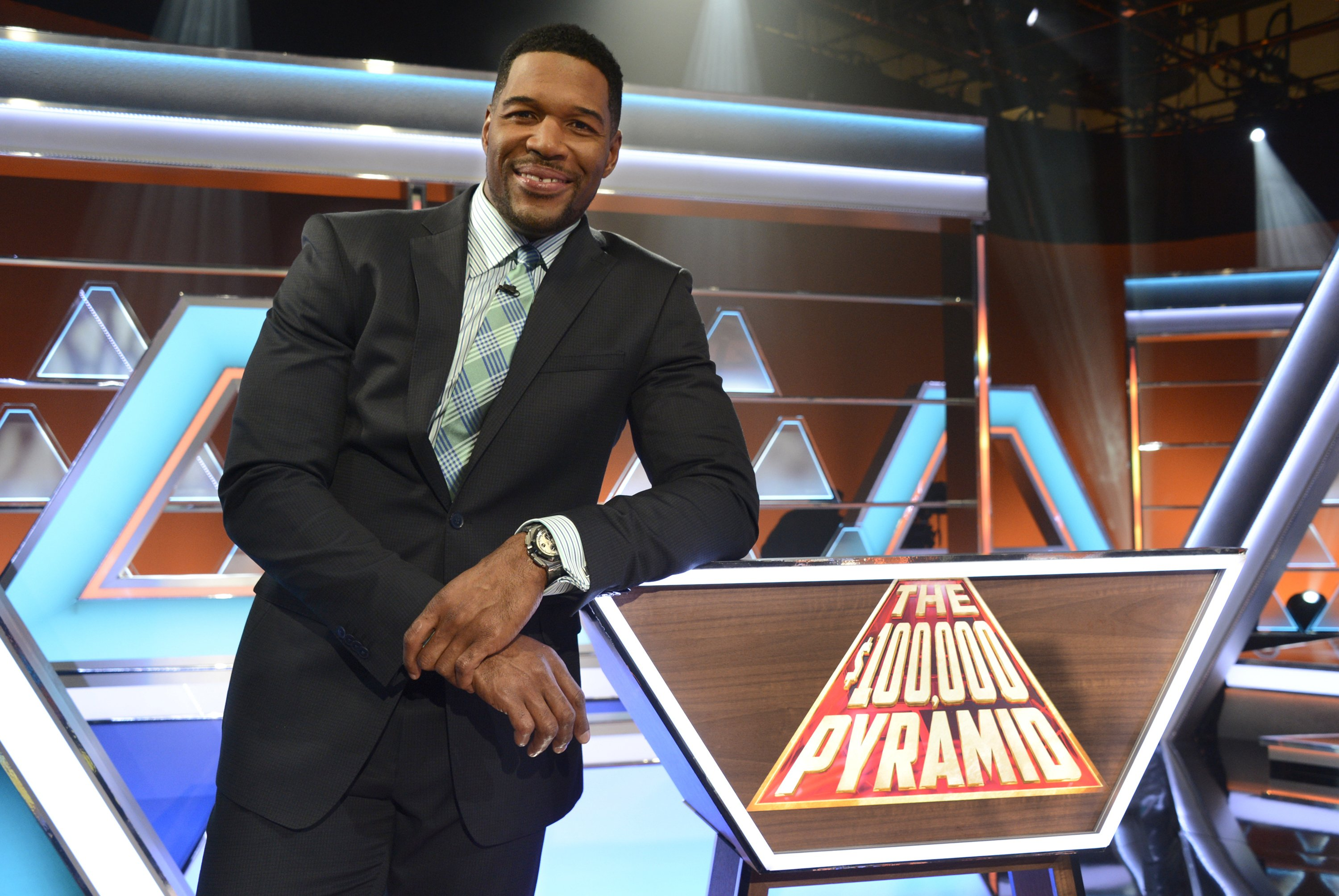 """Michael Strahan hosts a new version of the classic game show, """"The $100,000 Pyramid"""", airing Sunday at 21:00 ET 
