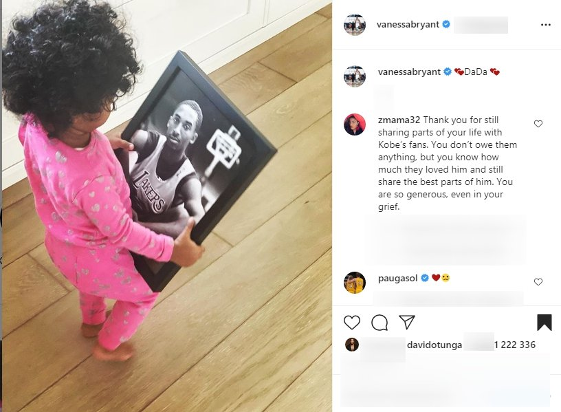 Vanessa and Kobe Bryant's daughter Bianka Bella Bryant hold a picture of her late dad. | Source: Instagram/vanessabryant