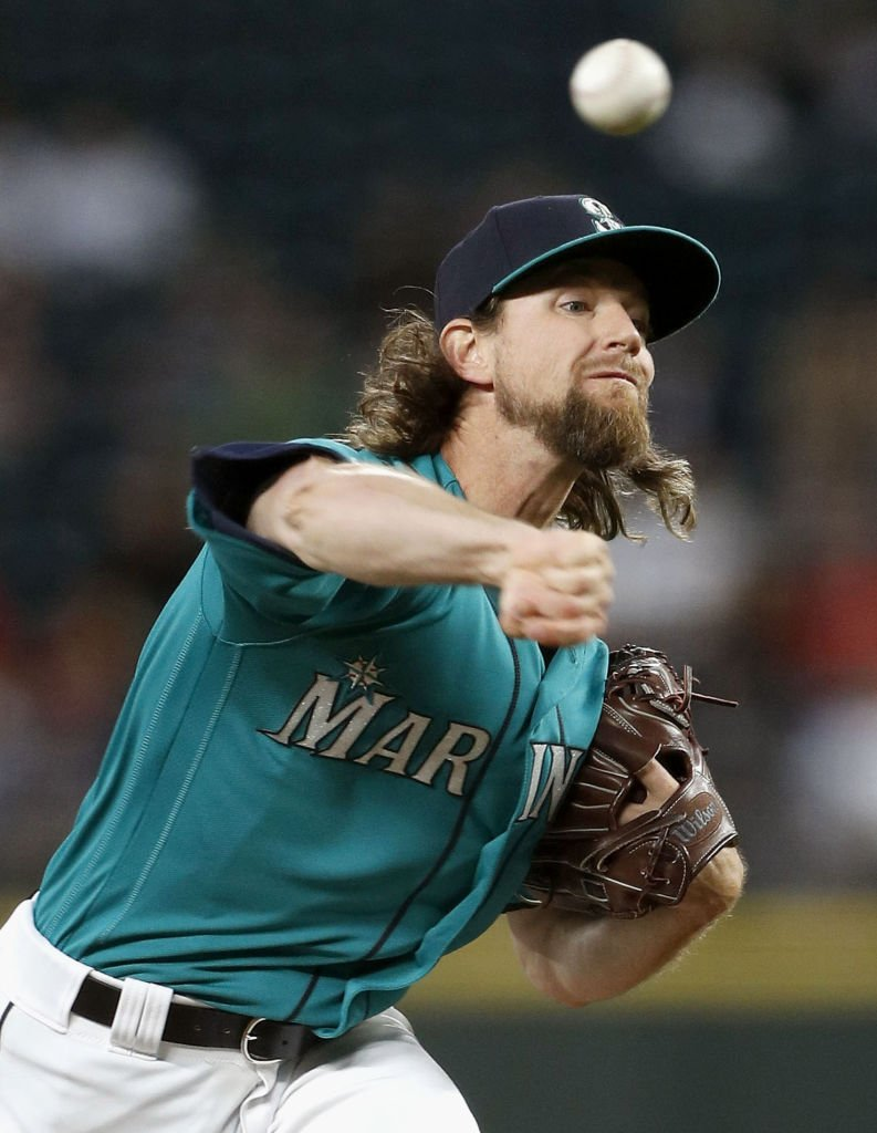 Mike Leake of the Seattle Mariners pitches against the Los Angeles Angels on July 19, 2019   Photo: Getty Images