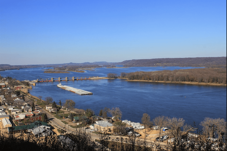 A aerial landscape view of Mississippi River | Photo: Pixabay