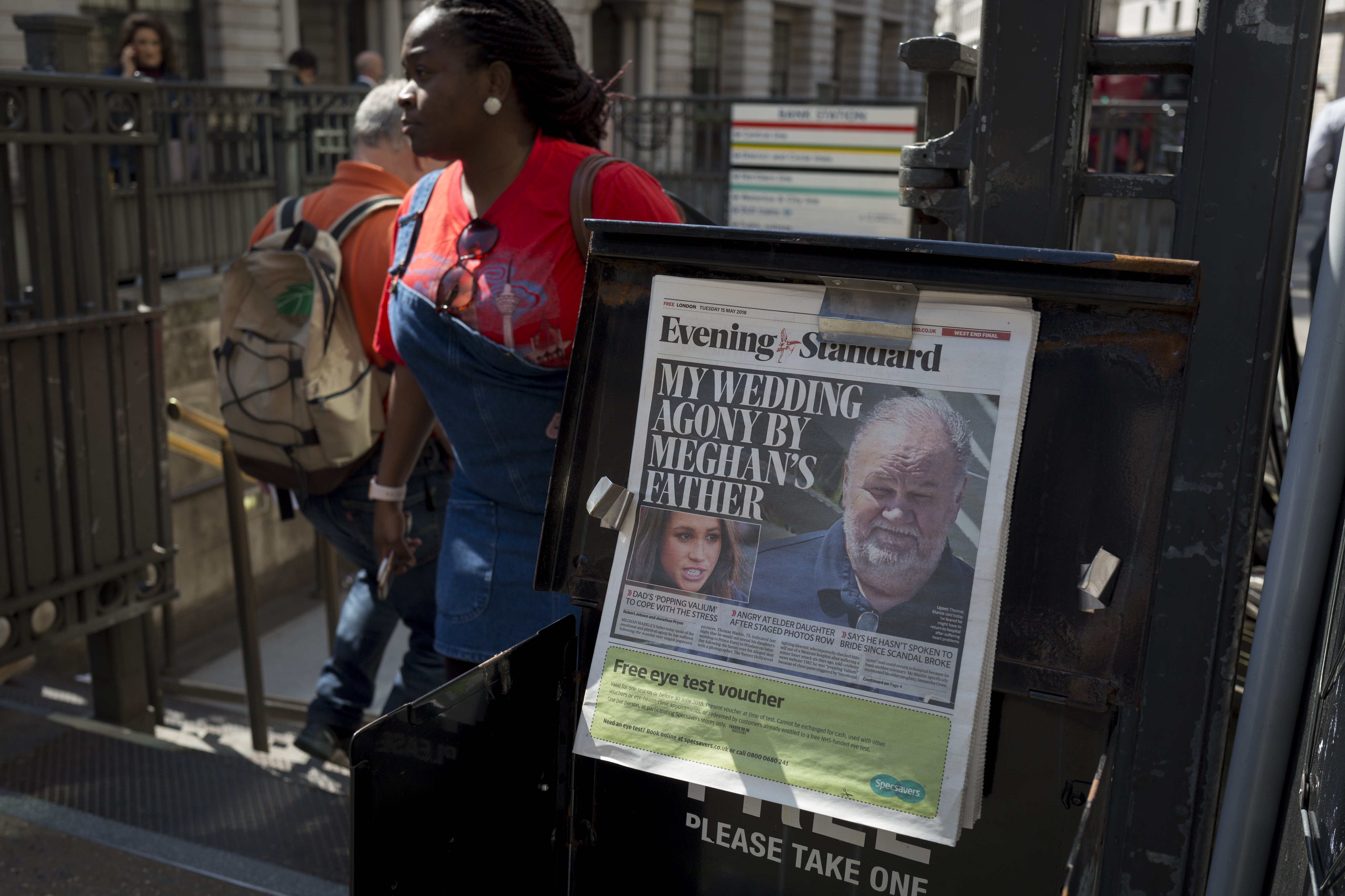 Evening Standard headlines with news of Thomas Markle not attending Prince Harry and Meghan Markle's royal wedding, in the Square Mile, on 15th May 2018, in London | Source: Richard Baker / In Pictures via Getty Images Images