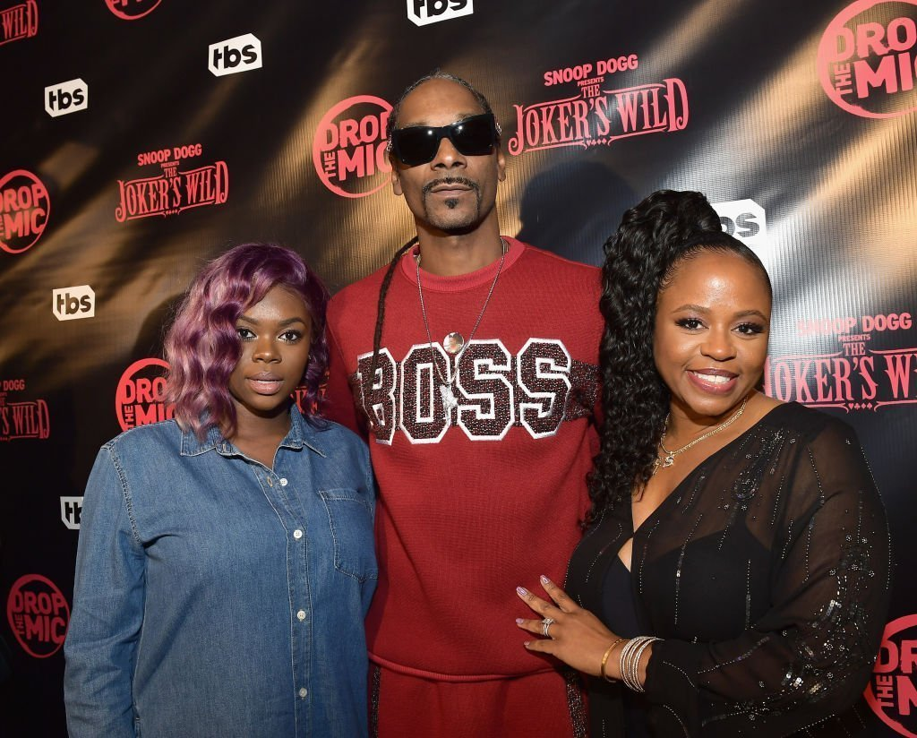 Cori Broadus, host Snoop Dogg and Shante Broadus at TBS' Drop the Mic and The Joker's Wild Premiere Party at Dream Hotel on October 11, 2017 | Photo: GettyImages