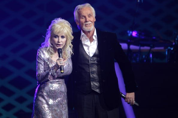 Dolly Parton and Kenny Rogers at The MGM Grand at Foxwoods on April 10, 2010 in Ledyard, Connecticut. | Photo: Getty Images