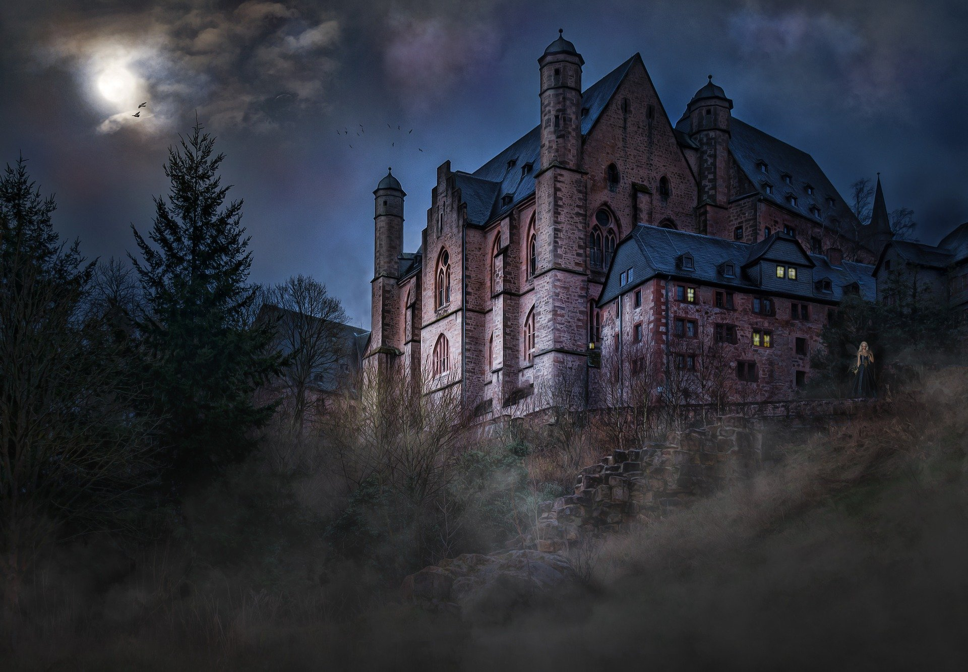 An eerie castle with a woman standing outside | Photo: Pixabay/Reinhold Silbermann