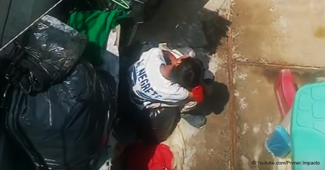 Teenager, der mit seinem Hund im Hinterhof essen und schlafen muss, wird endlich gerettet