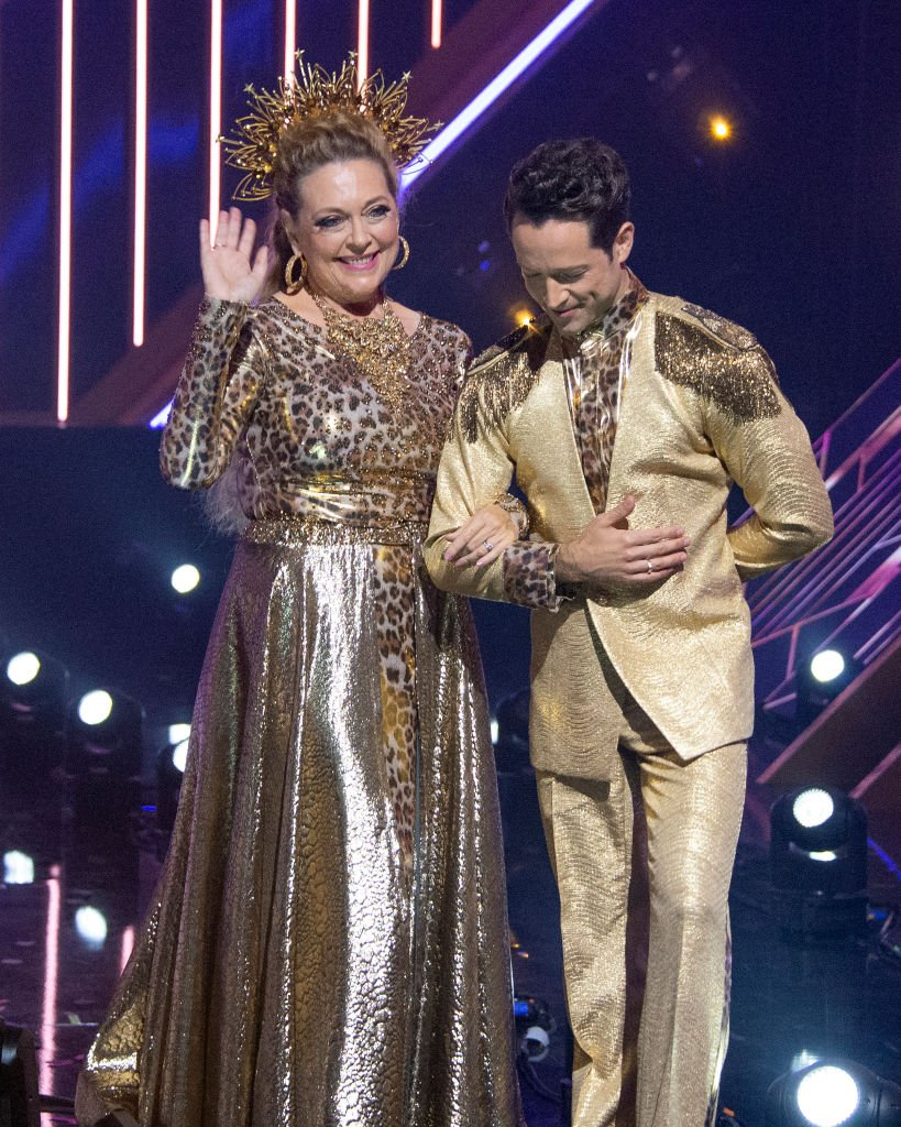 Carole Baskin and Pasha Pashkov compete a second week with the first elimination of the 2020 season, live, TUESDAY, SEPT. 22. | Photo: Getty Images