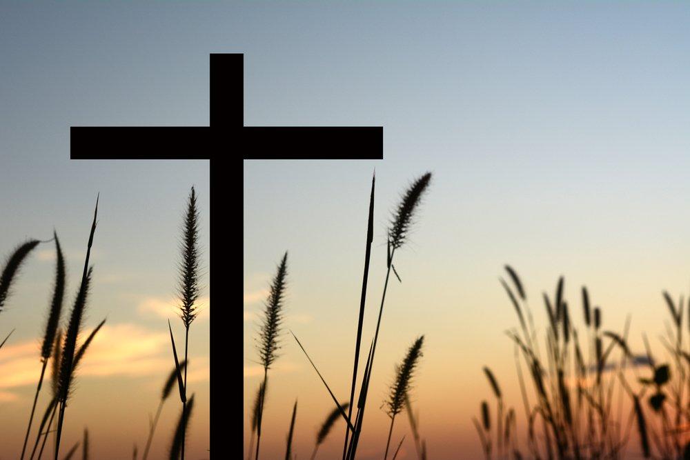 Cruz en el campo.| Fuente: Shutterstock
