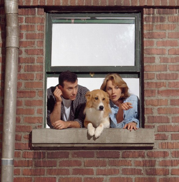 "Paul Reiser as Paul Buchman, (dog) Maui as Murray, Helen Hunt as Jamie Stemple Buchman in ""Mad About You"" 