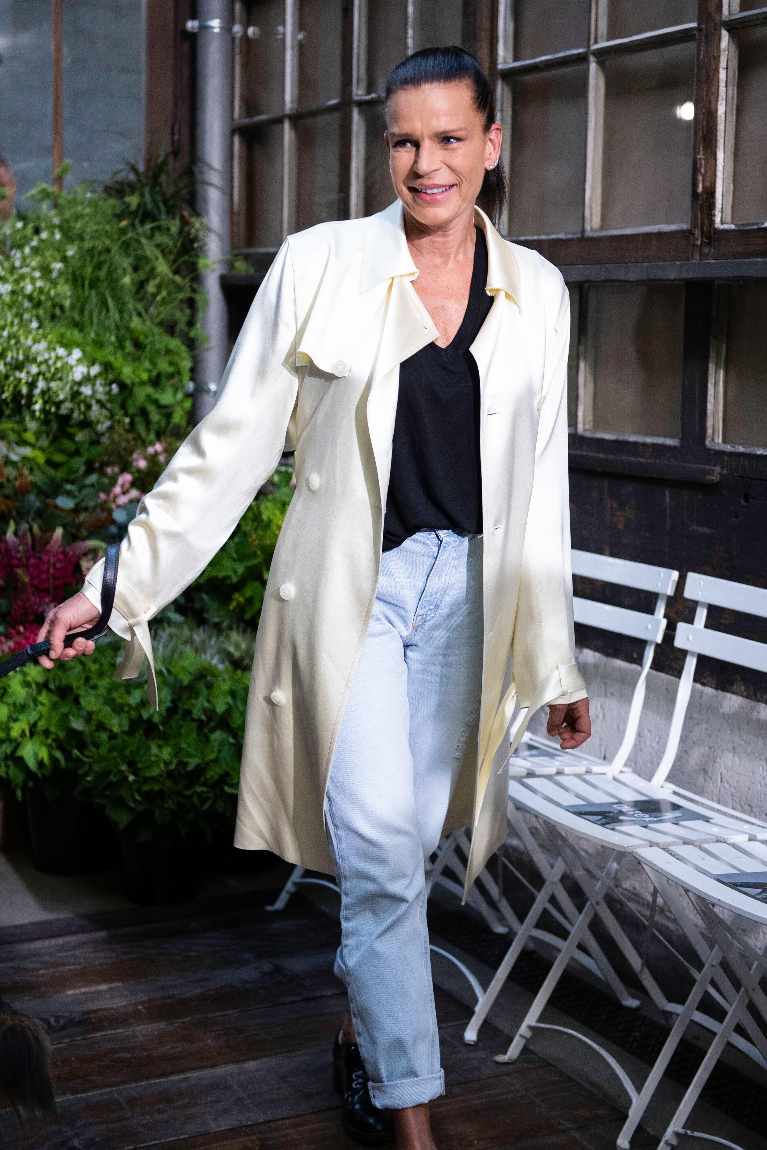 Stéphanie de Monaco ravissante dans un manteau blanc | Photo : Getty Images