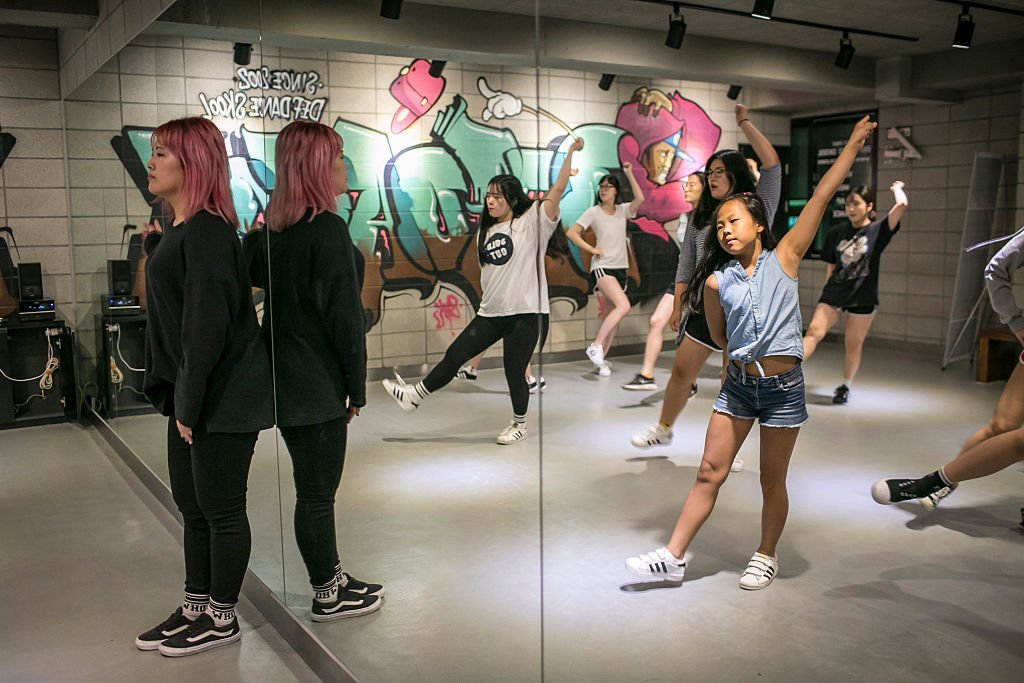 Lee Tae-rim, 10 (R), practices dance moves by a K-Pop girl band, Girlfriends, along with young women at Def Dance School on August 10, 2016 in Seoul, South Korea. | Source: Getty Images