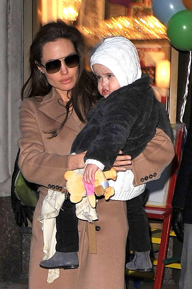 Angelina Jolie visits Lee's Art Shop with Vivienne Jolie-Pitt on December 4, 2010 in New York City | Photo: Getty Images