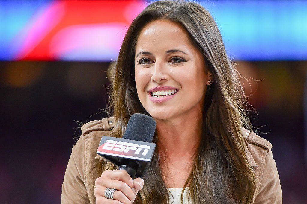 Kaylee Hartung provides her opening piece to the game for the ESPN TV audience before the Sugar Bowl game between the Auburn Tigers and Oklahoma Sooners on January 2, 2017   Photo: Getty Images