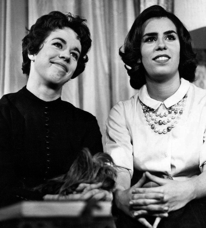 Carol Burnett and sister Chrissie on 'Person to Person,' 1961 | Photo: Wikimedia Commons Images