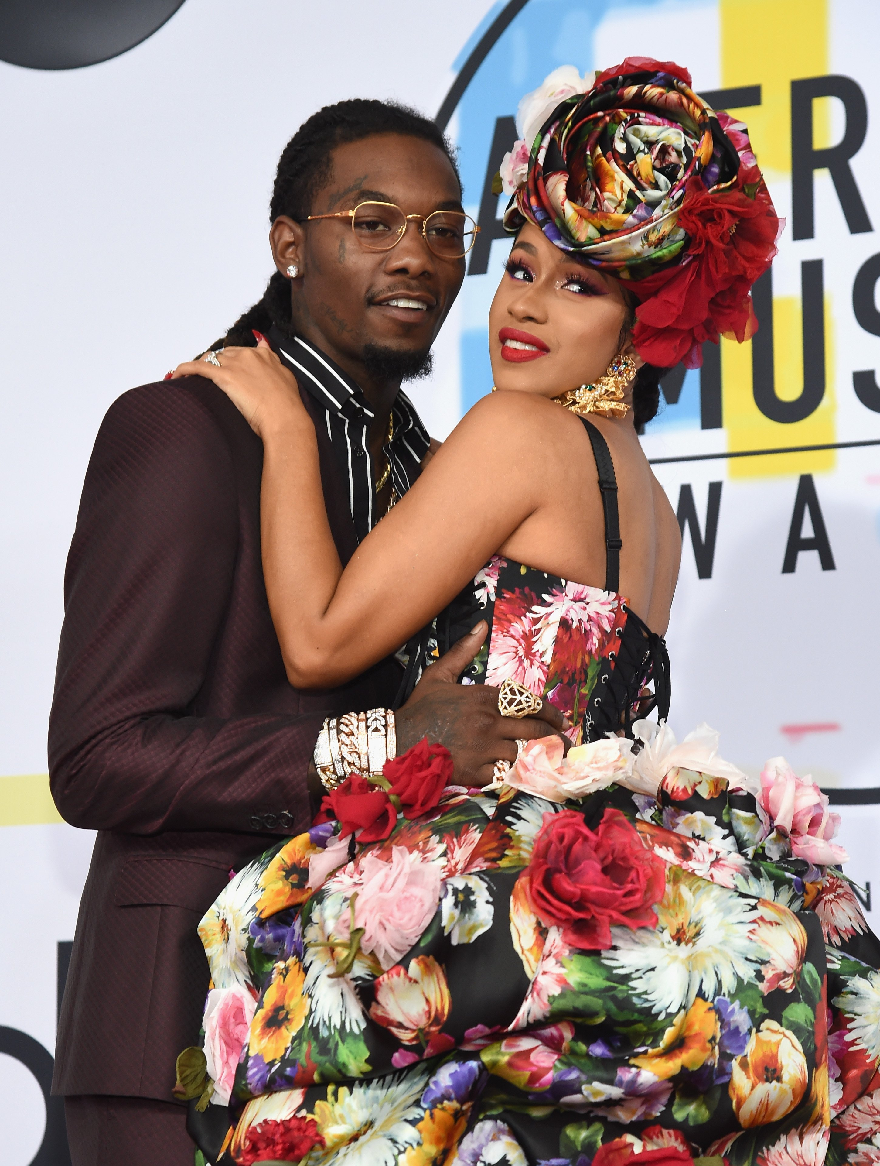 Offset and Cardi B pose at the 2018 American Music Awards at Microsoft Theater on October 9, 2018 in Los Angeles, California. | Source: Getty Images