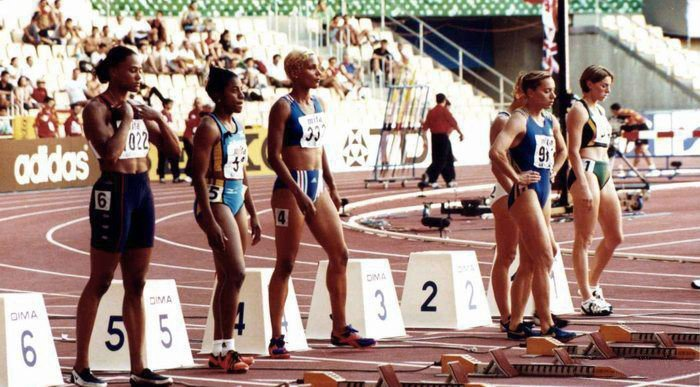 Marion Jones on the far left during the 1999 World Championships | Photo: Tomás Galindo - propia/CC BY 2.5/Wikimedia Commons