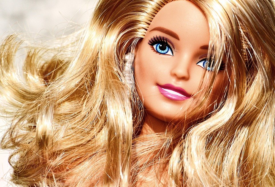 A close-up picture of a Barbie doll. | Photo: Pixabay