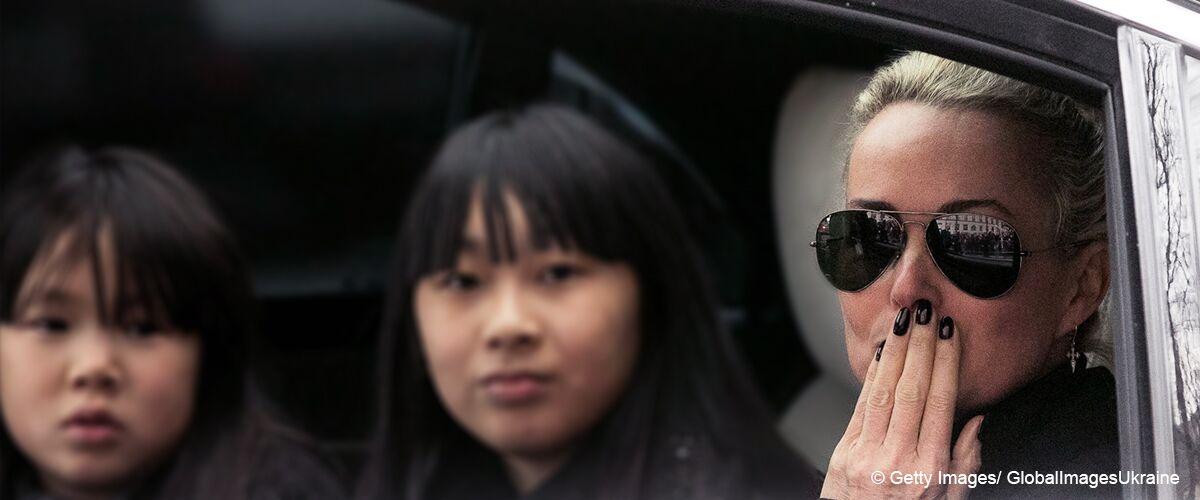 Laeticia Hallyday, Jade et Joy dans une voiture lors des obseuqes du Taulier. | GettyImages/Globalimages Ukraine