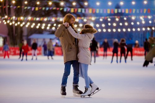 A man and woman in love skating on the ice. | Source: Shutterstock.