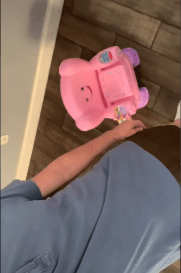 Photo of a pink chair in an apartment | Source: tiktok.com/@clothdiaperdadd