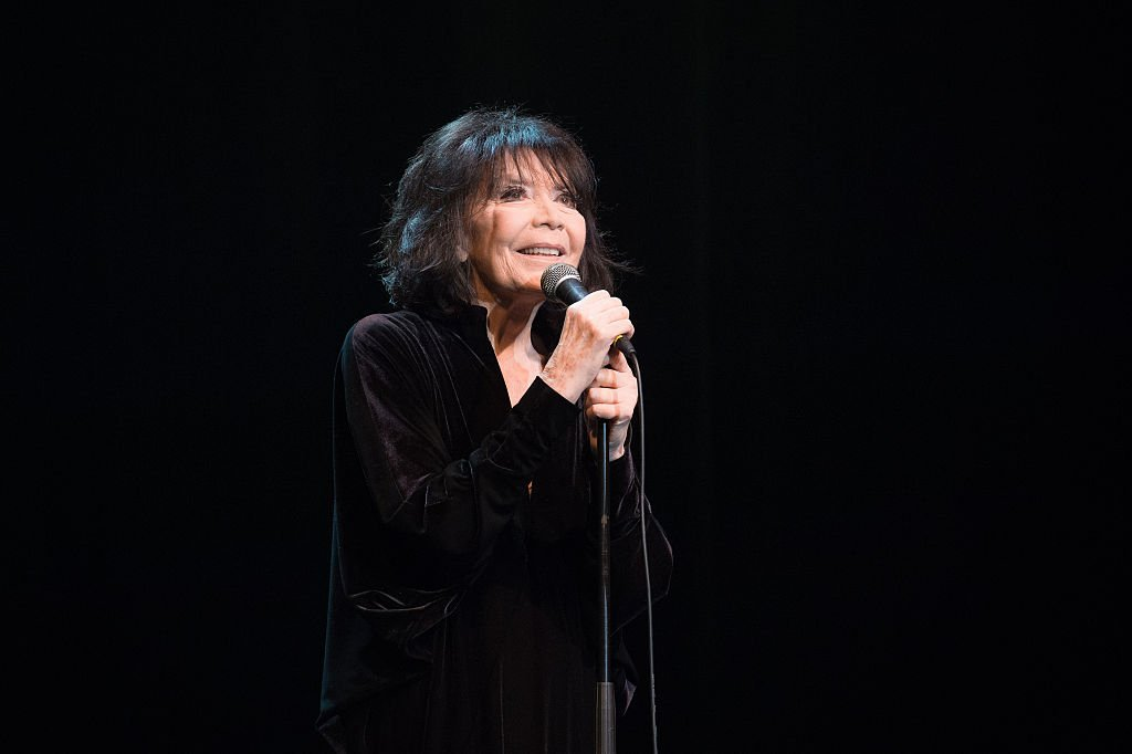 Juliette Greco se produit à La Cigale le 18 décembre 2015 à Paris. | Photo : Getty Images