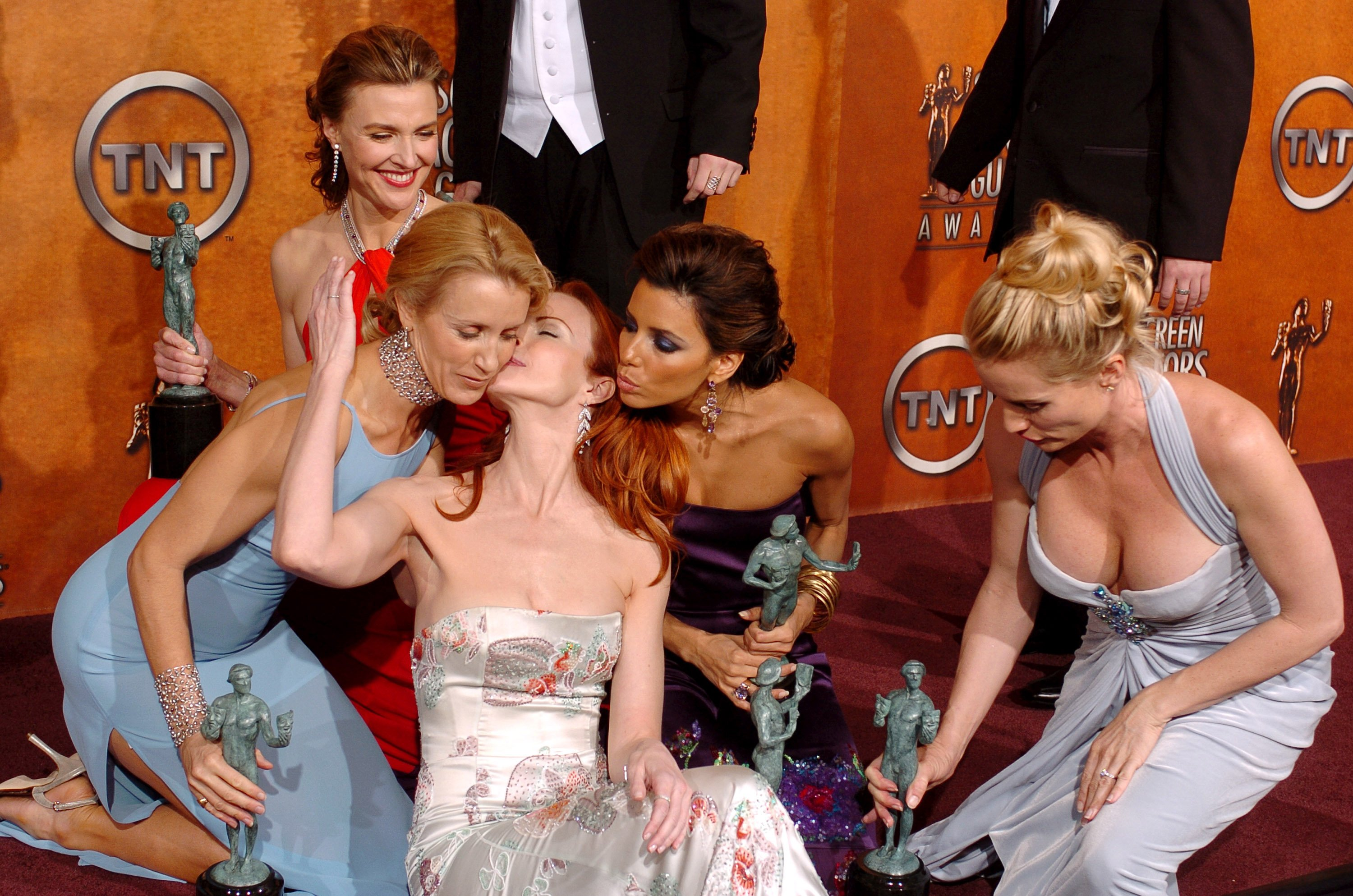 Felicity Huffman, Brenda Strong, Marcia Cross, Eva Longoria and Nicollette Sheridan pose together after winning the SAG Award for Outstanding Ensemble in a Comedy Series at the SAG Awards in 2005 | Photo: Getty Images