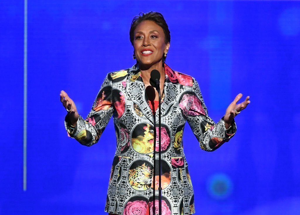 Robin Roberts accepts the Sager Strong Award onstage during the 2019 NBA Awards presented by Kia on TNT at Barker Hangar | Photo: Getty Images