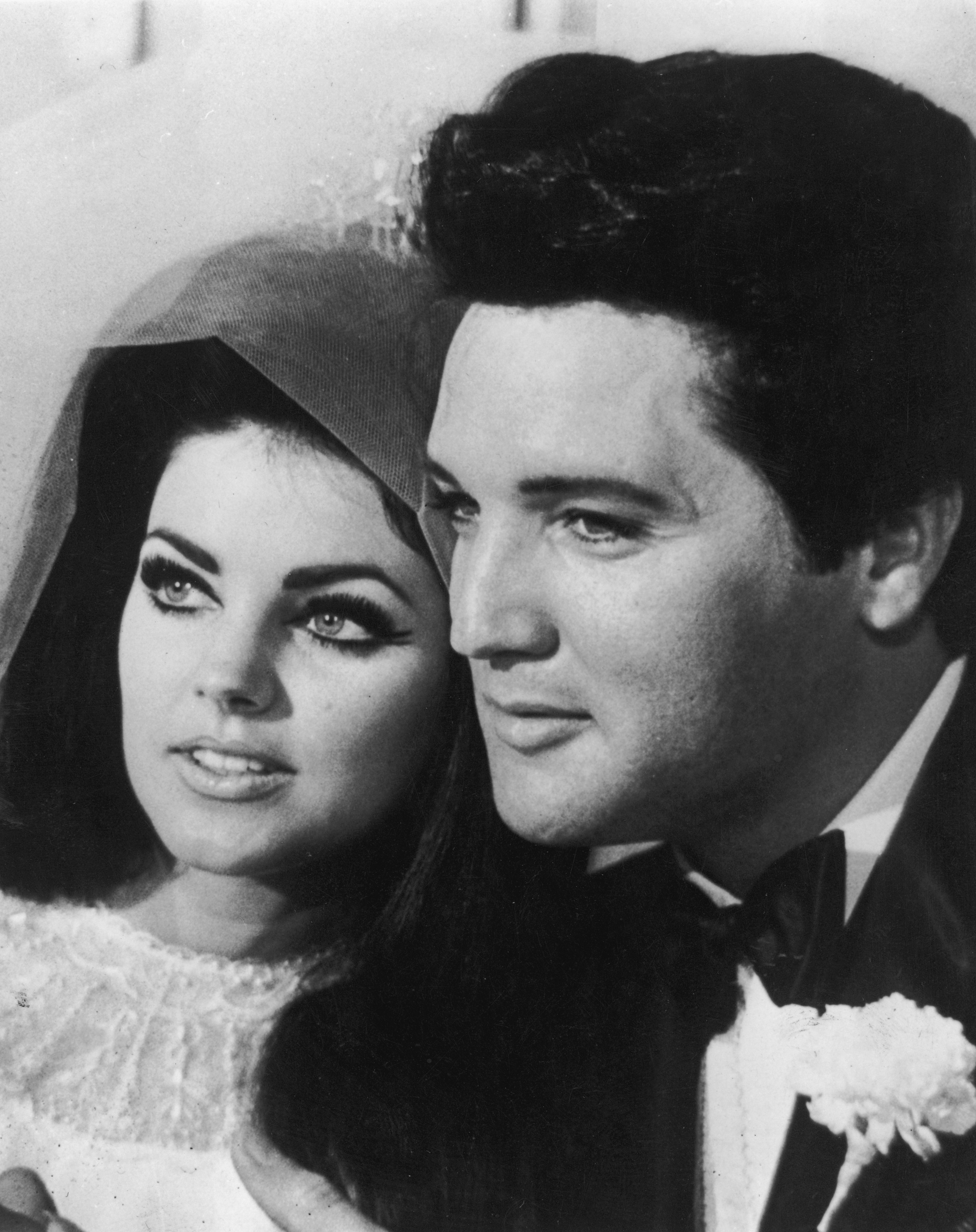 Elvis Presley with his bride Priscilla Beaulieu after their wedding in Las Vegas on May 1, 1967. | Source: Getty Images.