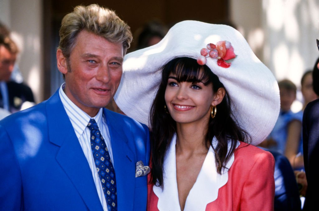 Mariage de Johnny Hallyday et Adeline Blondieau à Ramatuelle en France, le 9 juillet 1990. | Photo : Getty Images