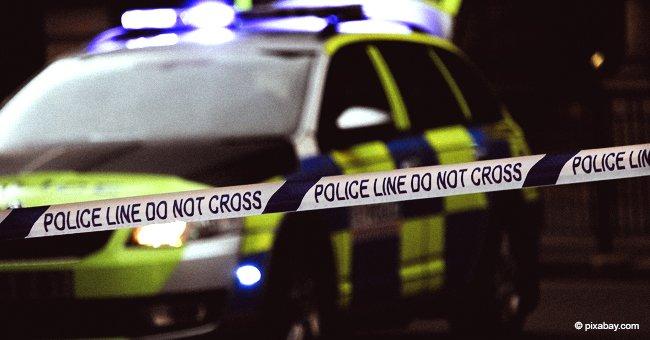 Teenager warfen 5 kg Stein auf Windschutzscheibe von Sheriffs Auto und verursachen Unfall