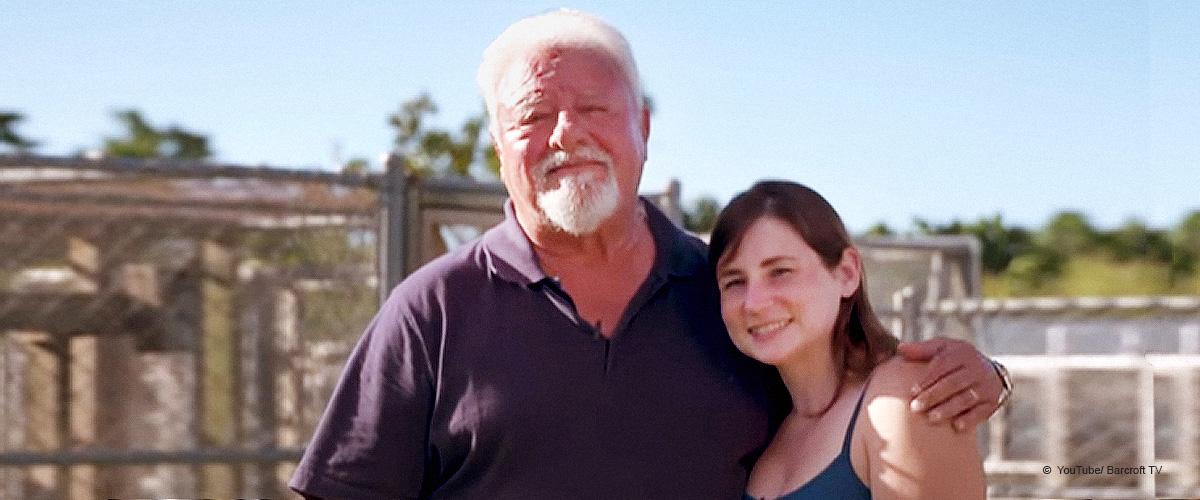 """70-jähriger Mann aus Florida enthüllt, dass Menschen seine Frau für """"schöne Enkeline"""" halten"""