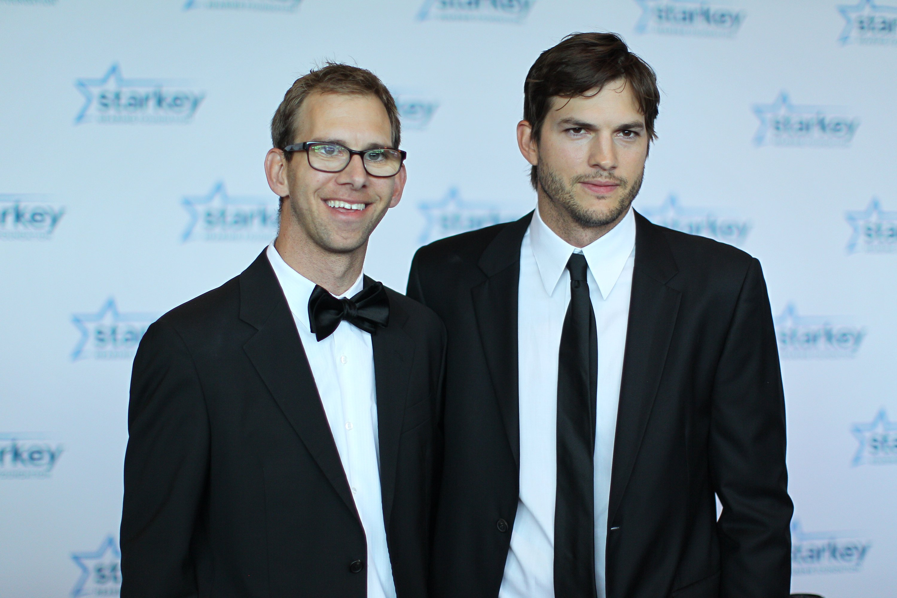 Michael Kutcher and Ashton Kutcher walk the red carpet on July 28, 2013 in St. Paul, Minnesota   Photo: Getty Images