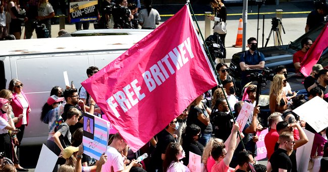 #FreeBritney activists protest during a rally held in conjunction with a hearing on the future of Britney Spears' conservatorship at the Stanley Mosk Courthouse, September 2021 | Source: Getty Images