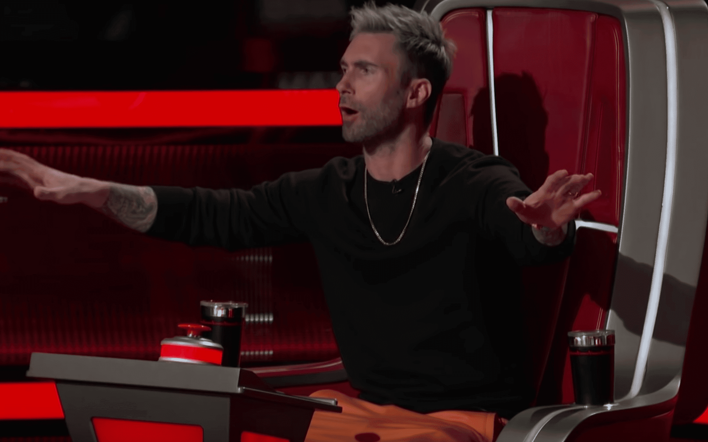 Adam Levine in the set of 'The Voice'. | Source: YouTube/TheVoice
