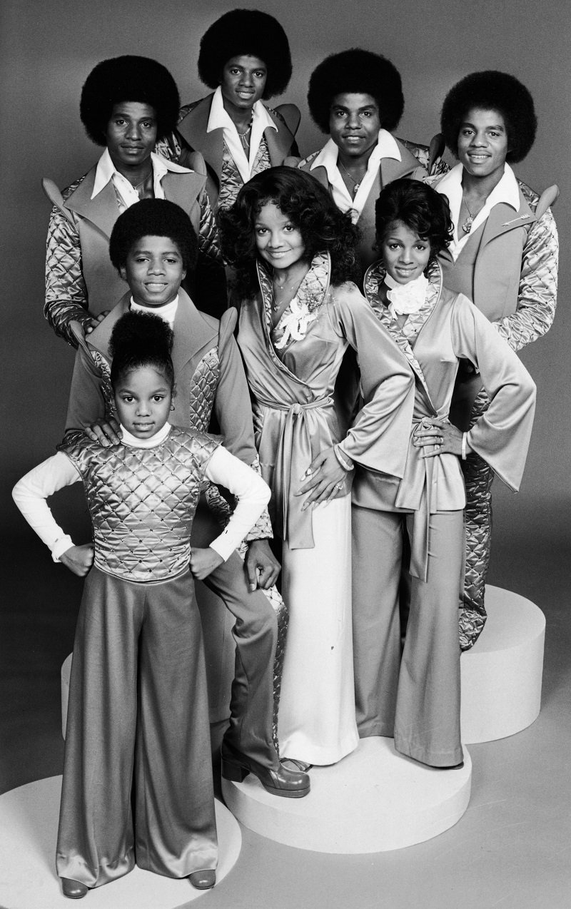 Promotional portrait of the Jackson family circa 1977 | Photo: Getty Images