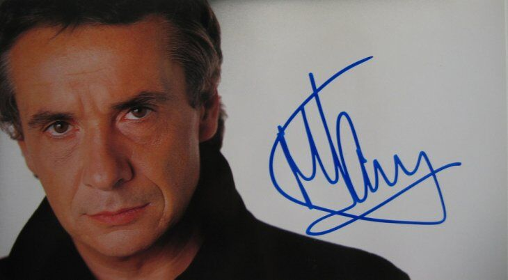 Un autographe de Michel Sardou. l Source : Flickr
