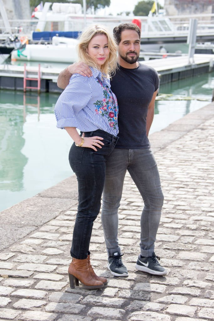 Maud Baecker et Samy Gharbi assistent à'Demain Nous Appartient'  le 16 septembre 2017 à La Rochelle | Photo : Getty Image