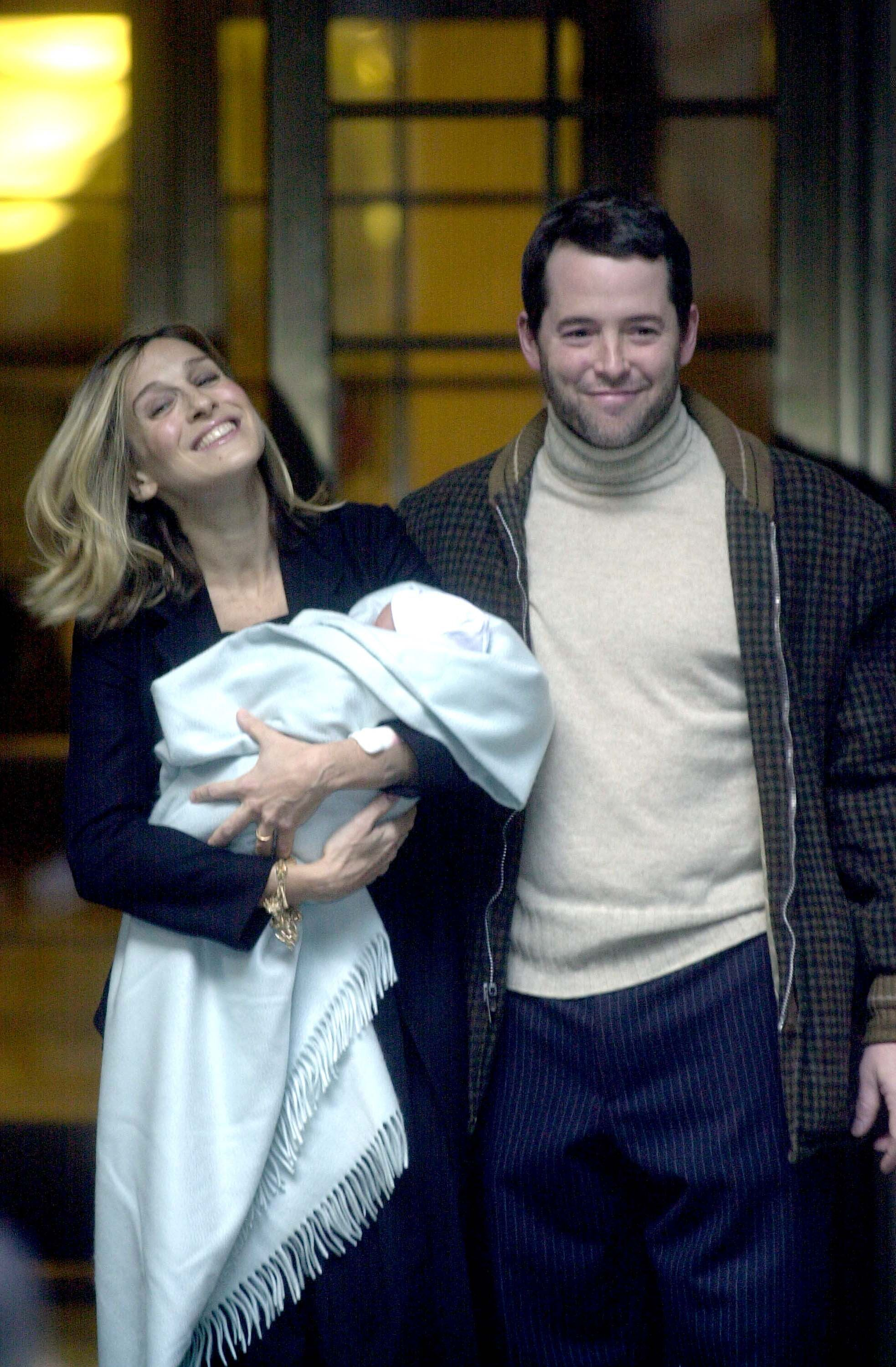 Actress Sarah Jessica Parker (L), her husband actor Matthew Broderick and their newborn son, James Wilke Broderick, leave Lennox Hill Hospital November 1, 2002 in New York City | Photo: Getty Images