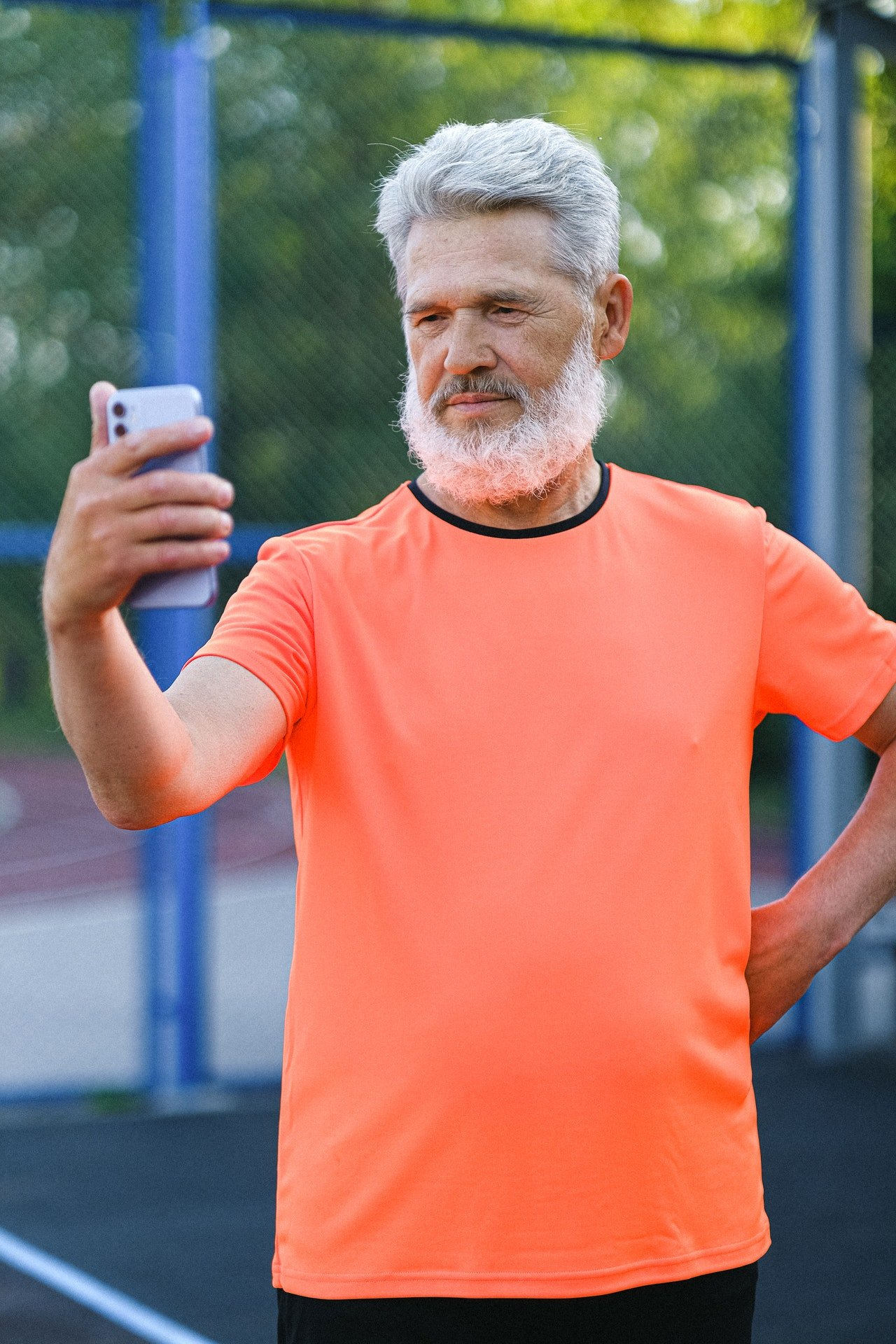 Photo of an old man taking a selfie | Photo: Pexels