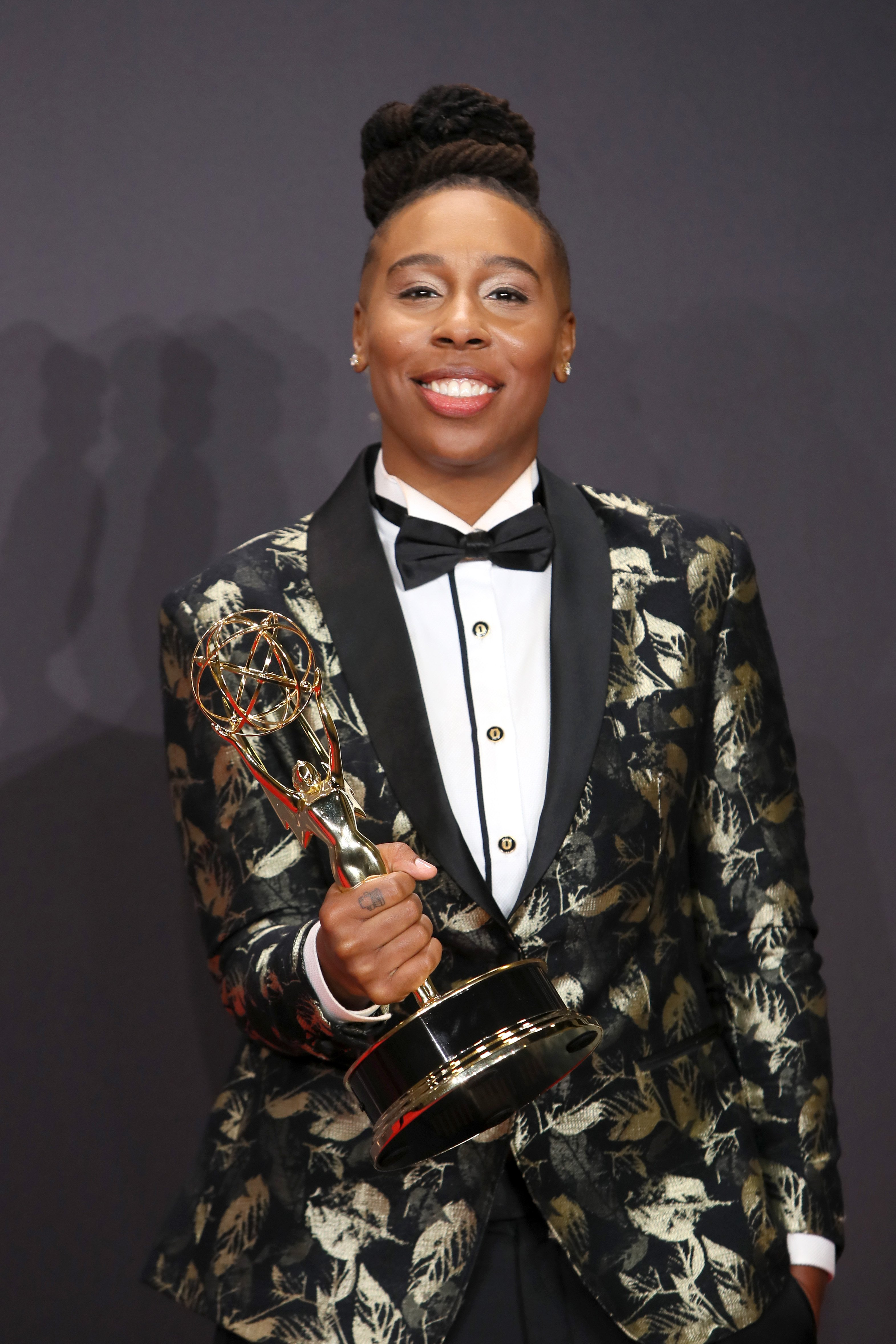 Lena Waithe clutching her Emmy Award for Outstanding Writing for a Comedy Series in September 2017. | Photo: Getty Images